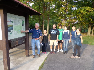 "Professor Jack Gramlich takes HNR 260 ""Natural History of Onondaga County"" class to Clark Reservation"