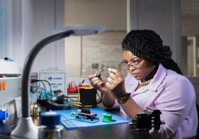 A picture of Jazmine Richardson in the lab